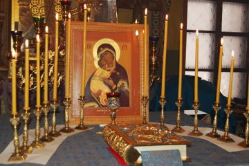 Icon of the Theotokos on the altar in preparation for the singing of the Akathist